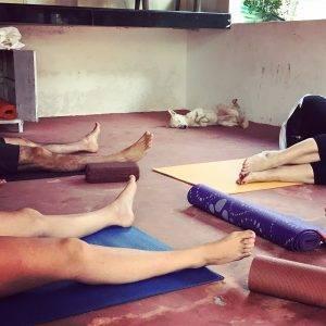 O tom, ako som učila jógu ako dobrovoľník